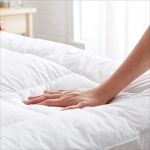 AmazonFundamentals Down-Alternative Gusseted Mattress Bed Topper Pad - Twin