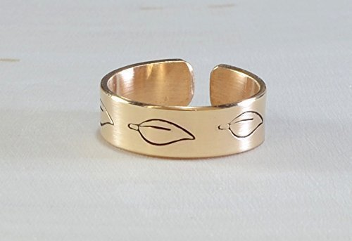 14 K yellow gold toe ring with leaves by Metalopia