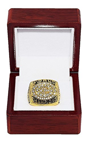 GREEN BAY PACKERS (Brett Favre) 1996 SUPER BOWL XXXI WORLD CHAMPIONS Vintage Rare & Collectible High Quality Replica NFL Football Gold Championship Ring with Cherrywood Display Box