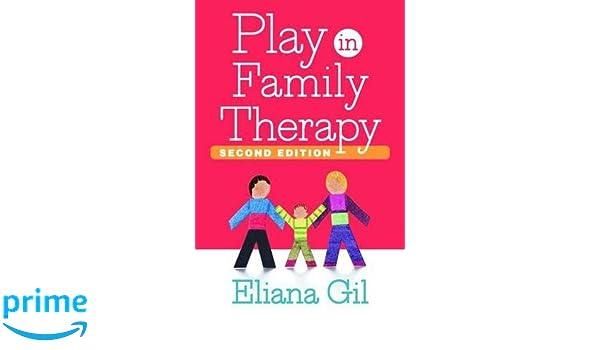 Play in Family Therapy: Amazon.es: Eliana Gil: Libros en idiomas extranjeros