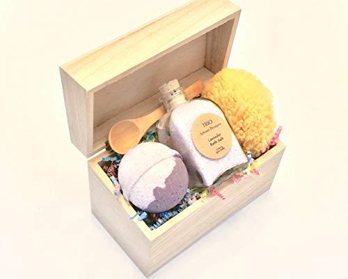 (Lavender Bath Salt Gift Set with Bath Bomb and Sea Sponge)