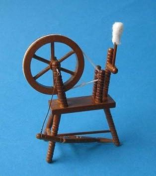 Amazon.es: Creal 30210 Spinning Wheel enanos de madera 1:12 para casa de muñecas: Juguetes y juegos