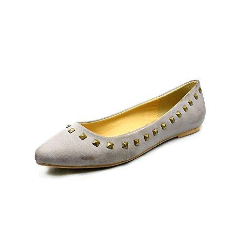 tachonada de bordes puntiagudos zapatos de dedo del pie / bombas planos de las mujeres Brown