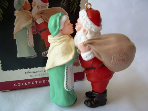1995 Hallmark Ornament Mr. And Mrs. Claus Christmas Eve Kiss # 10 Series Dated 1995