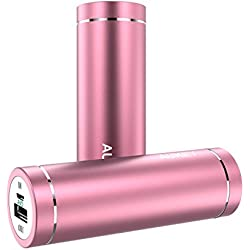 AUKEY Batteria Portatile di 5000mAh, nella Forma di Rossetto e di Mini Dimensione, con Input di 2A e Output di 2A, Indicatore di Ricarica, Supporta iPhone 6S / 6S plus / 6 / 6 plus / 5s / 4s, Samsung Note 4 / Note 3 / S6 / S5 / S4, HTC, Xiaomi, Huawei ecc. (Rosa)
