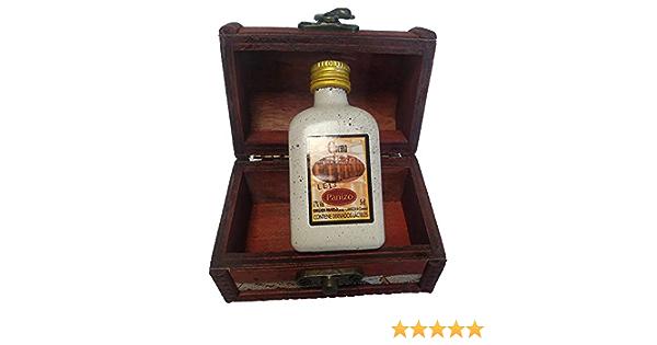 Súper detalle para bodas licor crema de orujo en miniatura dentro de un baúl de madera