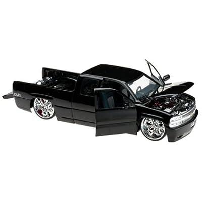 2002 Chevy Silverado Diecast Model Truck - 1:18 Scale Black: Toys & Games