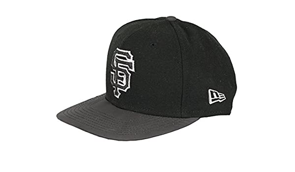 15af4023 Amazon.com: New Era Men's San Francisco Giants Reflective Snapback Cap Black  Gray Silver: Clothing