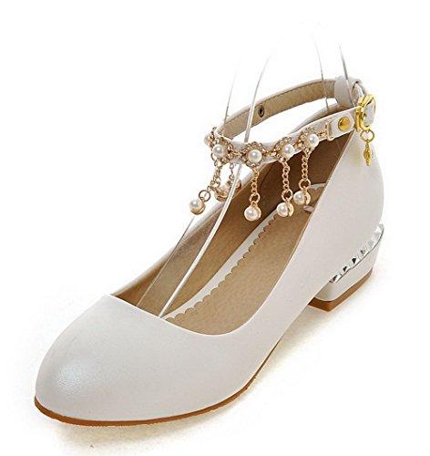 AllhqFashion Damen Blend-Materialien Rund Zehe Niedriger Absatz Schnalle Rein Pumps Schuhe Weiß