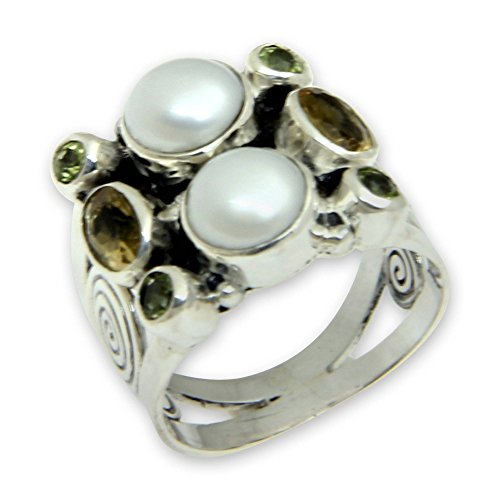 NOVICA Multi-Gem Peridot Medium Gray Cultured Freshwater Pearl .925 Silver Ring, Gentle Day' ()