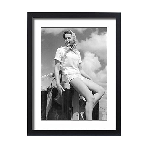 Media Storehouse Framed 24x18 Print of Fifties fashion at Cowes ()