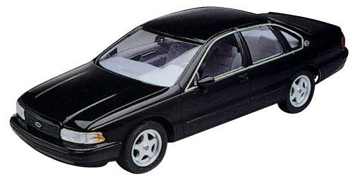 revell 1 25  : Revell 1:25 '94 Impala SS: Toys & Games