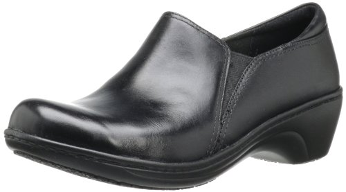 (CLARKS Women's Grasp Chime Slip-On Loafer, Black, 9 M US)