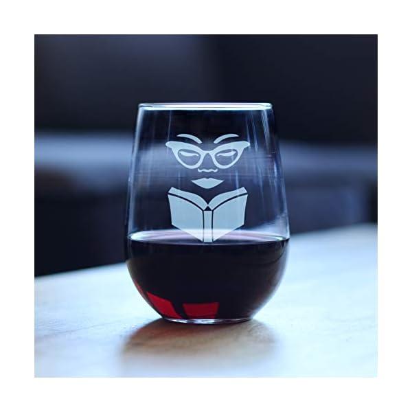 Vaso de vino para los amantes de la lectura