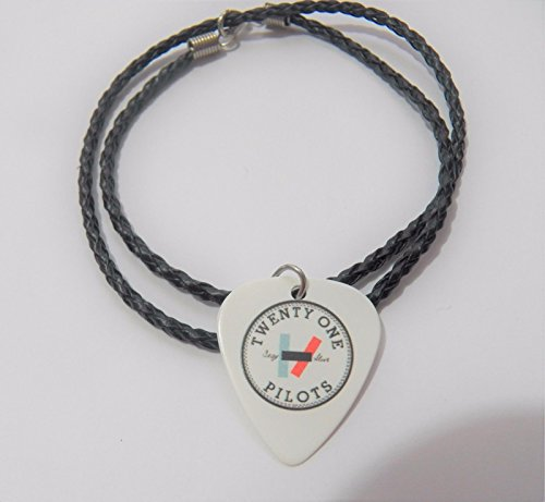 21pilots-21-pilots-josh-tyler-guitar-pick-plectrum-braided-leather-necklace-20