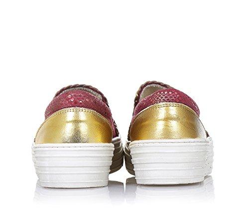 BYBLOS - Slip on bordeaux en cuir, avec pièces dorées, logo à l'avant, coutures visibles et semelle en caoutchouc, fille, filles, femme, femmes