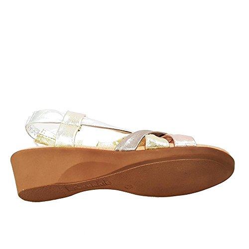 Sandalia plata multicolor. Tiras cruzadas. Talla 39