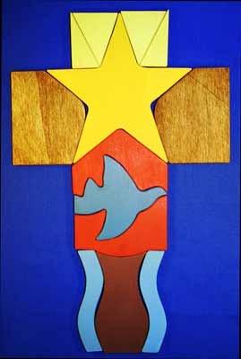 Holzkreuz zuMit dem Friedenskreuz durch das Kirchenjahr: Dreizehn Holzteile als Legematerial