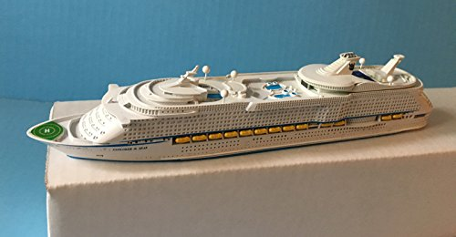 explorer-of-the-seas-royal-caribbean-cruise-ship-mode-in-scale-11250-souvenir-series