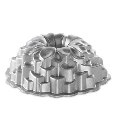 Brand New Nordic Ware Blossom Bundt Pan