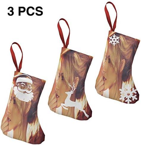 クリスマスの日の靴下 (ソックス3個)クリスマスデコレーションソックス ケンドールジェナーKendall Jenner クリスマス、ハロウィン 家庭用、ショッピングモール用、お祝いの雰囲気を加える 人気を高める、販売、プロモーション...