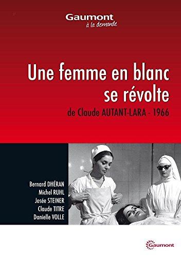 Une femme en blanc se révolte