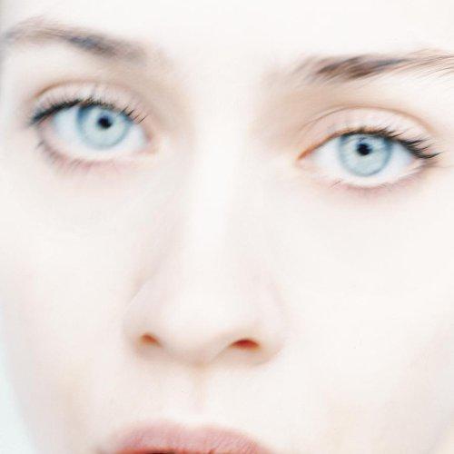 Fiona Apple - 1996-09-10 Troubadour, West Hollywood, CA, USA - Zortam Music
