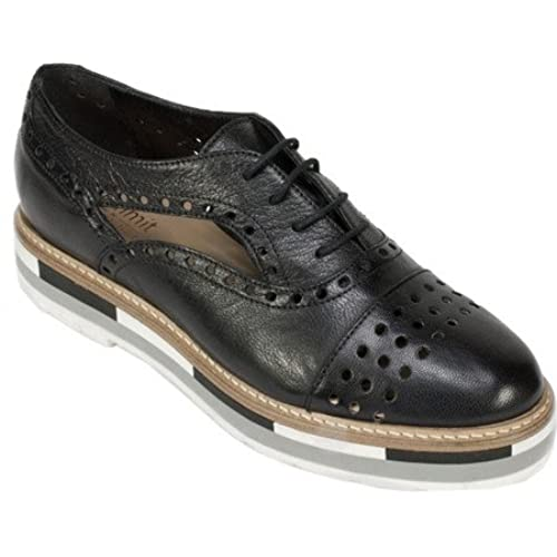 Summit by White Mountain Women's Brianne Black Leather Shoe
