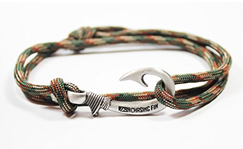 Hook Pendant (Chasing Fin Adjustable Bracelet 550 Military Para cord with Fish Hook Pendant, Woodland Camo)