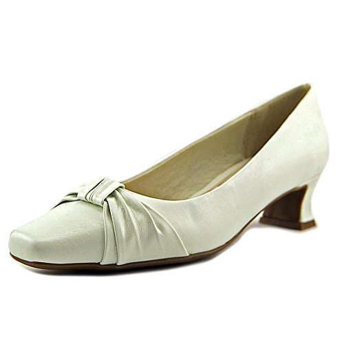 Easy Street Waive Dress Pumps White 8 W from Easy Street