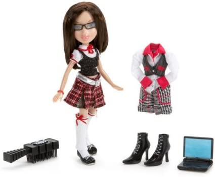 """Bratz Cloe Passion 4 Fashion 9/"""" Doll 2 Complete Outfits Sparkly Dress NEW"""