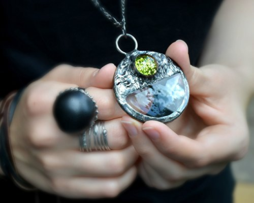 Loupe Necklace, Magnifying Glass Pendant, Magnifier, Monocle, Hipster Jewelry, Wearable - Hipster Buy Glasses