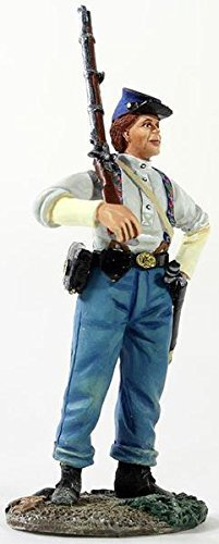 - W. Britain 31226 Federal Infantryman in Shirtsleeves with Shouldered Musket