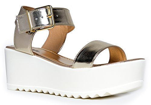 Surf Buckle Sandal, Light Gold, 11 B(M) US - Light Gold Sandals