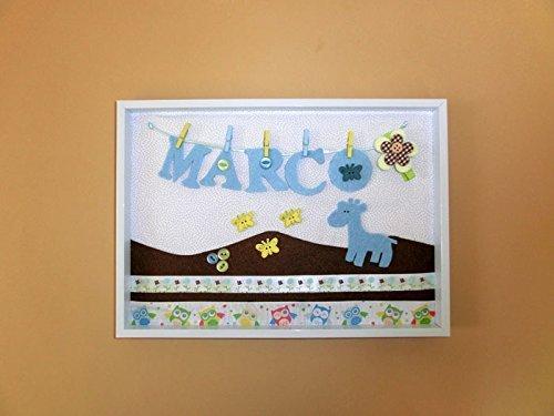 Cuadro personalizado A9 con el nombre del bebe para la habitación del recién nacido. Con telas de fieltro y algodón. Medidas: 22 X 30 cm. Ideal para regalo de nacimiento.
