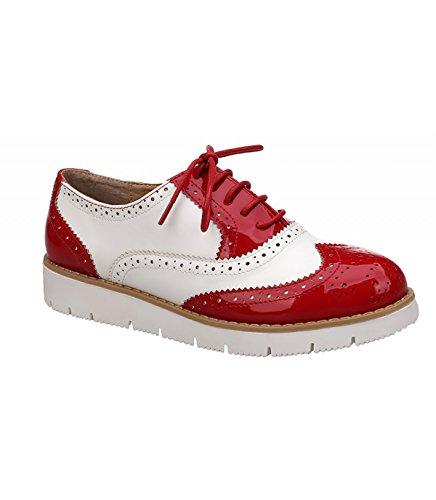 Zapato combinado. Detalle troquelado y brillante. Cierre mediante cordones. Altura de la suela 3 cm. Rojo