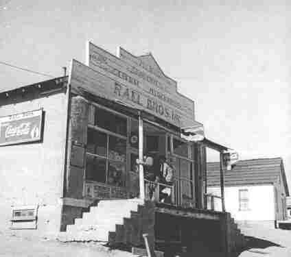 Photo Questa New Mexico 1943 Real Bros. ()