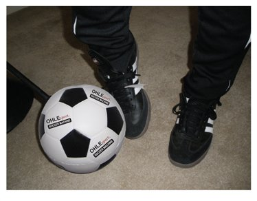 Ohle Sport Soccer Training Aid - Indoor or Outdoor - Foot Work, Ball Control, First Touch by OHLEsport, Inc.