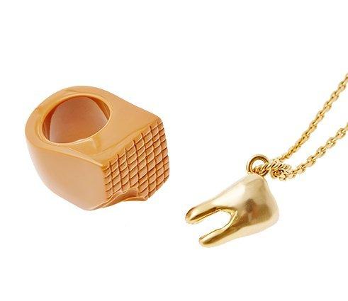 [Q-pot. Caramel Meets Tooth Necklace Set (US 8.25) with Special package New Japan] (Vintage Costume Jewelry Images)