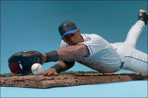 Major League Baseball Series 3: Roberto Alomar with Gray Jersey ()