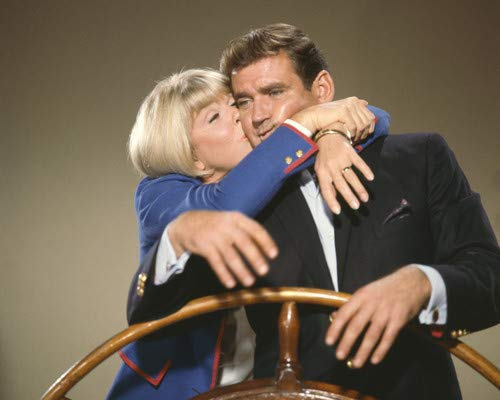 Doris Day and Rod Taylor in The Glass Bottom Boat kissing 16x20 Poster