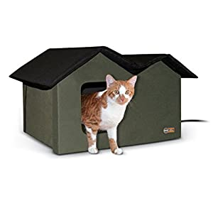 12. K&H Pet Products Extra-Wide Outdoor Kitty House