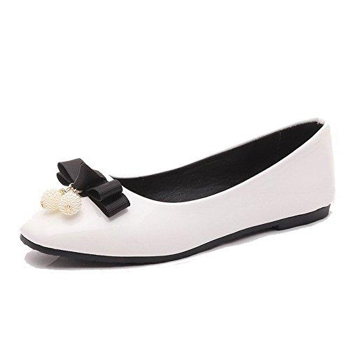 AllhqFashion Damen Quadratisch Zehe Ziehen auf PU Leder Rein Niedriger Absatz Pumps Schuhe Weiß