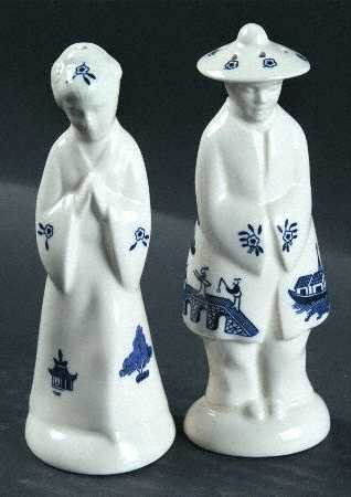 Blue Willow Figurine Salt and Pepper Set