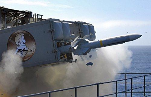 A Sea Sparrow launching from USS Abraham Lincoln (CVN 72) Deutsch: Eine startende RIM-7 Sea Sparrow