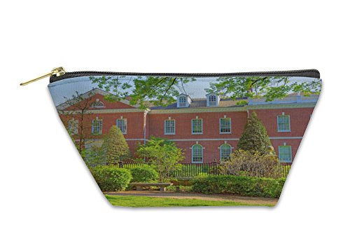 Gear New Accessory Zipper Pouch, Chestnut Street In The Old City Of Philadelphia, Large, - Chestnut On Stores Street