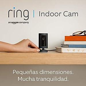 Presentamos la Ring Indoor Cam, cámara de seguridad compacta, con alimentación por cable, HD, comunicación bidireccional, compatible con Alexa   Incluye 30 días gratis del plan Ring Protect   Negro