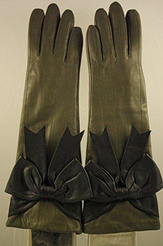 Gants longs(kaki) doublés soie. Noeud (noir) décoratif et surpiqures sur le dessus de la main.