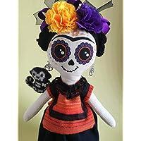 Muñeca de trapo tipo Frida, calavera mexicana, elborada a mano
