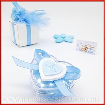 Cajita de plexiglás para peladillas con forma de corazón. Con tapa decorada con corazón y lazo celeste con mensaje